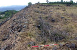 Les fortifications de l'Oppidum de Gergovie - Le rempart laténien avant fouille