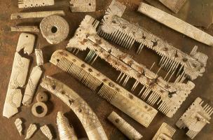 6-7-5 Ensemble d'objets en os mérovingiens