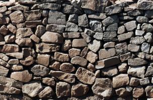 Les fortifications de l'Oppidum de Gergovie - Parement du rempart gaulois