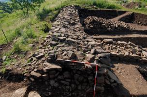 Les fortifications de l'Oppidum de Gergovie - Coupe du rempart gaulois