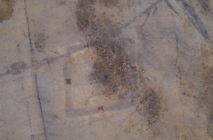 Inzinzac, vue aérienne enclos funéraire.jpg