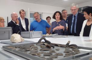 Présentation de découvertes archéologiques par Sophie François, directrice de la Maison de l'archéologie_2
