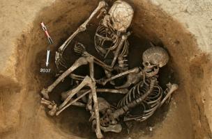 6-3-7 Inhumation double