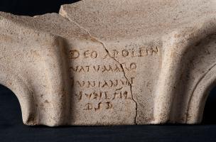 Des ex-voto dédiés à Apollon au fond de puits  à Mesnil-Saint-Nicaise