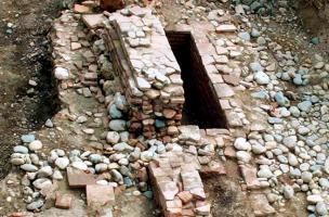 Caveaux en briques de la première moitié du XIIIe siècle