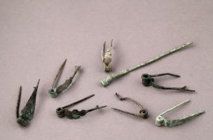 Assemblage de fibules à ressort datées de la fin du IIe-première moitié du Ier siècle avant notre ère