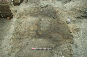 Sol de terre battue, XIIIe siècle