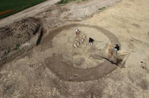 Une nécropole protohistorique à Marigny-le-Châtel, inhumations et incinérations