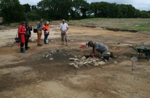 Une zone d'artisanat médiévale et un dépôt monétaire découverts à Brest