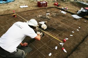 la découverte de tombes-bûchers au profil inédit en Languedoc-Roussillon