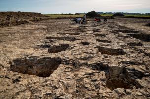 Le dépôt de l'âge du Bronze et les légionnaires romains du Mont Castel