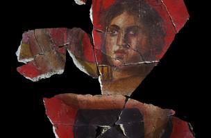 personnage féminin jouant d'une sorte de harpe provenant d'un décor peint de deuxième style pompéien (Ier s. avant notre ère) découvert sur le site de la Verrerie de Trinquetaille à Arles, 2015.  Ce type de décor est comparable à celui du cubiculum 4 de l