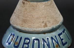 Pyrogène (porte-allumettes) en porcelaine daté du début du XXe siècle découvert dans un dépotoir à Vénissieux (Rhône), 2016.