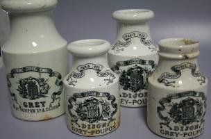 Pot de moutarde de Dijon en faïence fine daté du début du XXe siècle découvert dans un dépotoir à Vénissieux (Rhône), 2016.