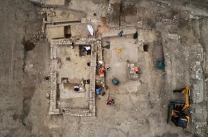 Vue zénithale du bâtiment daté de l'Antiquité tardive daté du VIe siècle de notre ère, découvert à Uzès (Gard), 2017.