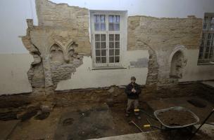Sondage réalisé dans le couvent des Jacobins à Rennes (Ille-et-Vilaine), 2007.  Ce sondage a révélé plusieurs occupations, du début de notre ère jusqu'à nos jours, avec une prédominance pour les périodes gallo-romaine et moderne.