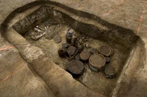 Plusieurs tombes aristocratiques de l'âge du fer (Tène) ont été fouillées en 2010 à Marquion,sur l'emplacement du futur canal Seine-Nord-Europe, contenant une grande quantité de céramiques et mobilier métallique.