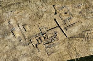 Vue aérienne de bâtiments agricoles gallo-romains mis au jour à Beauregard-Quincé, Rennes (Ille-et-Vilaine), 2011.