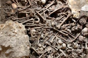 Ossuaire médiéval découvert dans la crypte de la basilique Notre-Dame de Boulogne-sur-Mer (Pas-de-Calais), 2012.Le cimetière paroissial de la basilique Notre-Dame de Boulogne-sur-Mer était particulièrement exigu. Il était nécessaire de « réduire » réguliè