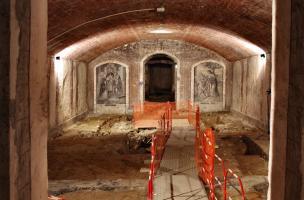 Nef de la crypte de la basilique Notre-Dame de Boulogne-sur-Mer (Pas-de-Calais) en cours de fouille, 2012.