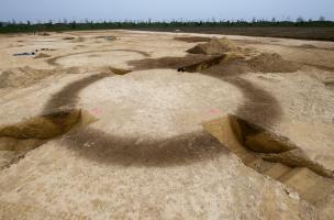 Quatre sondages réalisés dans un enclos circulaire de l'âge du Bronze, Buchères (Aube), 2013.