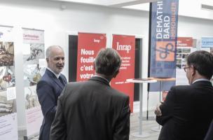 Dominique Garcia, président de l'Inrap, Philippe Jung, membre du Comité Exécutif et directeur général de Demathieu Bard Immobilier, et Daniel Guérin, directeur général de l'Inrap