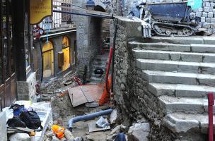Vue de la fouille préventive en cours sur la Grande Rue au Mont-Saint-Michel 5