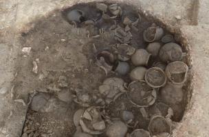 Vue d'un des fours de potier en cours de fouille à Sevrey