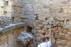 14 - p1090197.Découverte d'un mikvé dans le quartier juif médiéval de Saint-Paul-Trois-Châteaux