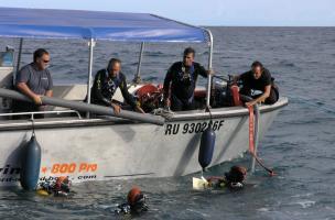 bateau d'intervention (route du littoral, La Réunion)