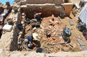 La Verrerie (Arles) - Fouille des remblais comblant la domus aux enduits peints du milieu du Ier s. a.C