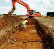 Tranchée de diagnostic réaliséesur la commune de Cepoy (Centre) en 2006à l'occasionde la construction de l'autoroute A19 reliant Artenay à Courtenay sur une centaine de kilomètres.