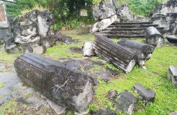 Sous le volcan... Dans les ruines de Saint-Pierre de la Martinique