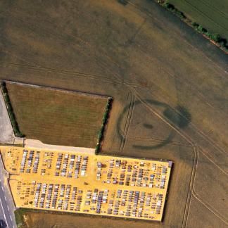 Domfront-en-Champagne (Sarthe) : enclos funéraire de l'Âge du Bronze, récemment rejoint par un cimetière moderne.