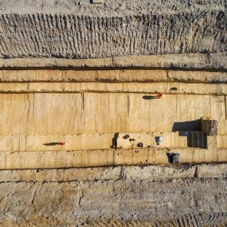 Vue aérienne de la tranchée de fouille de Clichy la Garenne, Impasse Dumur