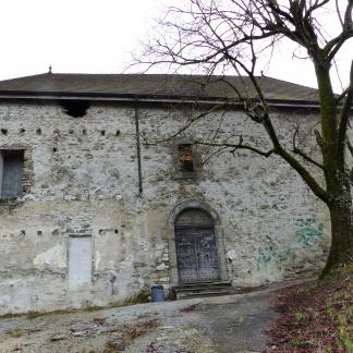 Façade et entrée ouest du château.