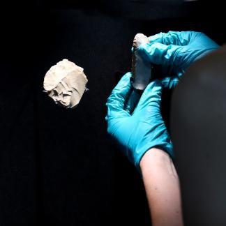 Soclage de silex néandertaliens au Chronographe
