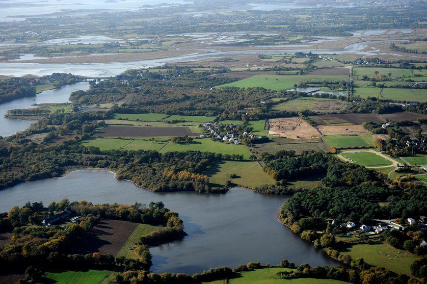 Le site de Brestivan (Theix), est à proximité du Golfe du Morbihan (rivière de Noyalo et marais de Séné). Sur le plateau, on trouve des habitats occupés du début de l'âge du Fer à l'Antiquité tardive.