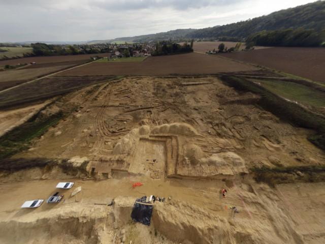 Vues 360° de la fouille d'un mammouth et d'une occupation des hommes de Néandertal sur les rives de la Marne