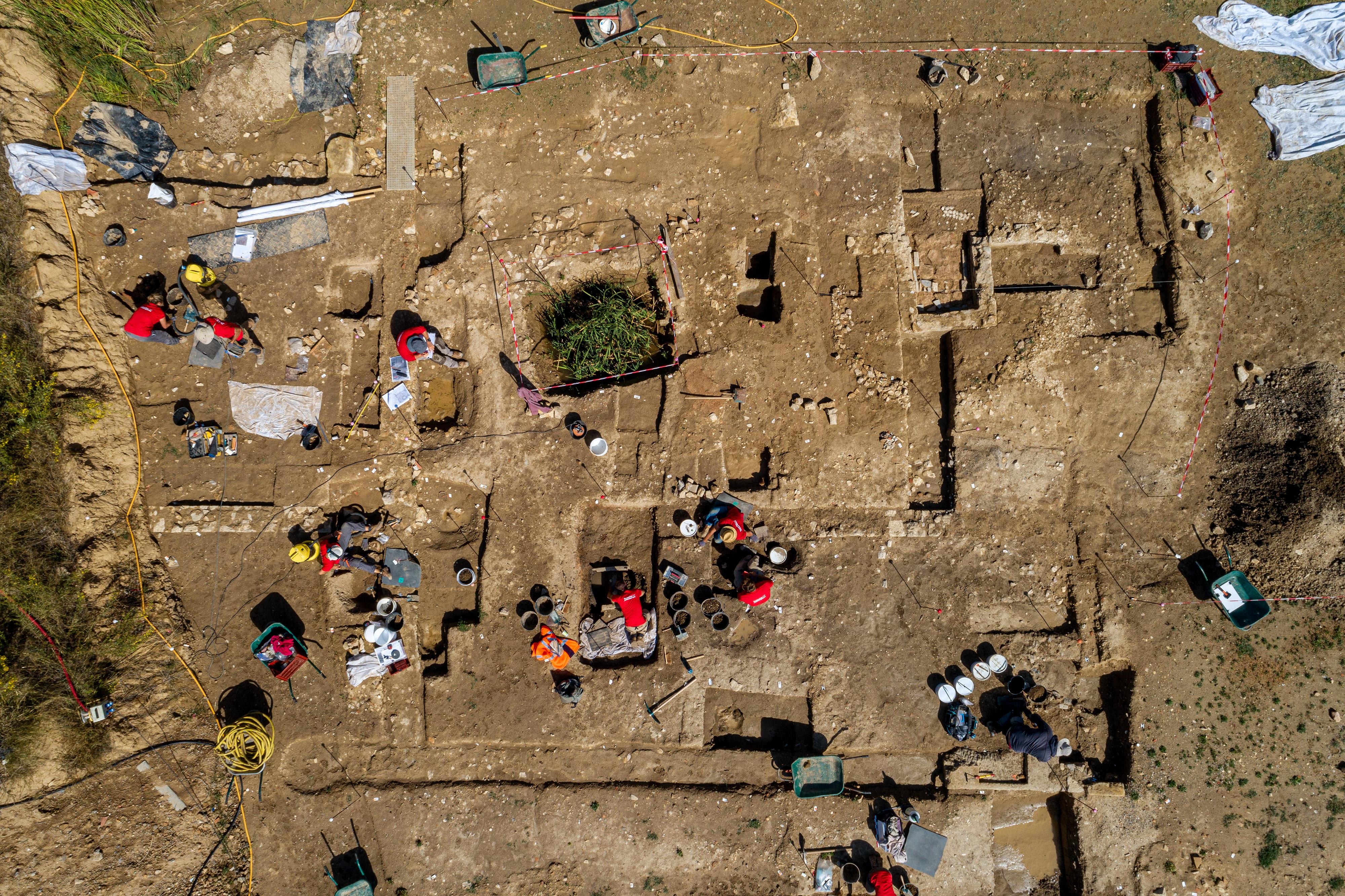 Vue de drone de la nécropole antique de Narbonne